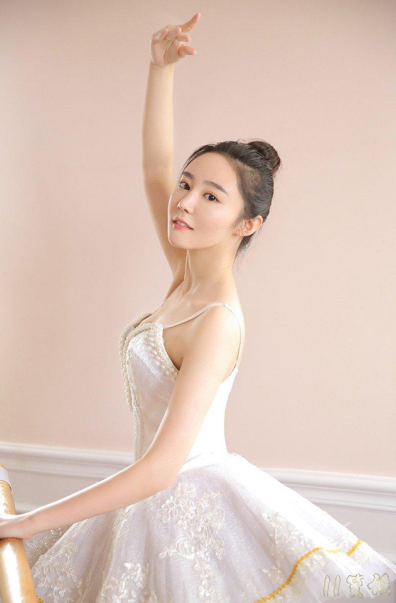爱跳舞的女孩身材棒。。
